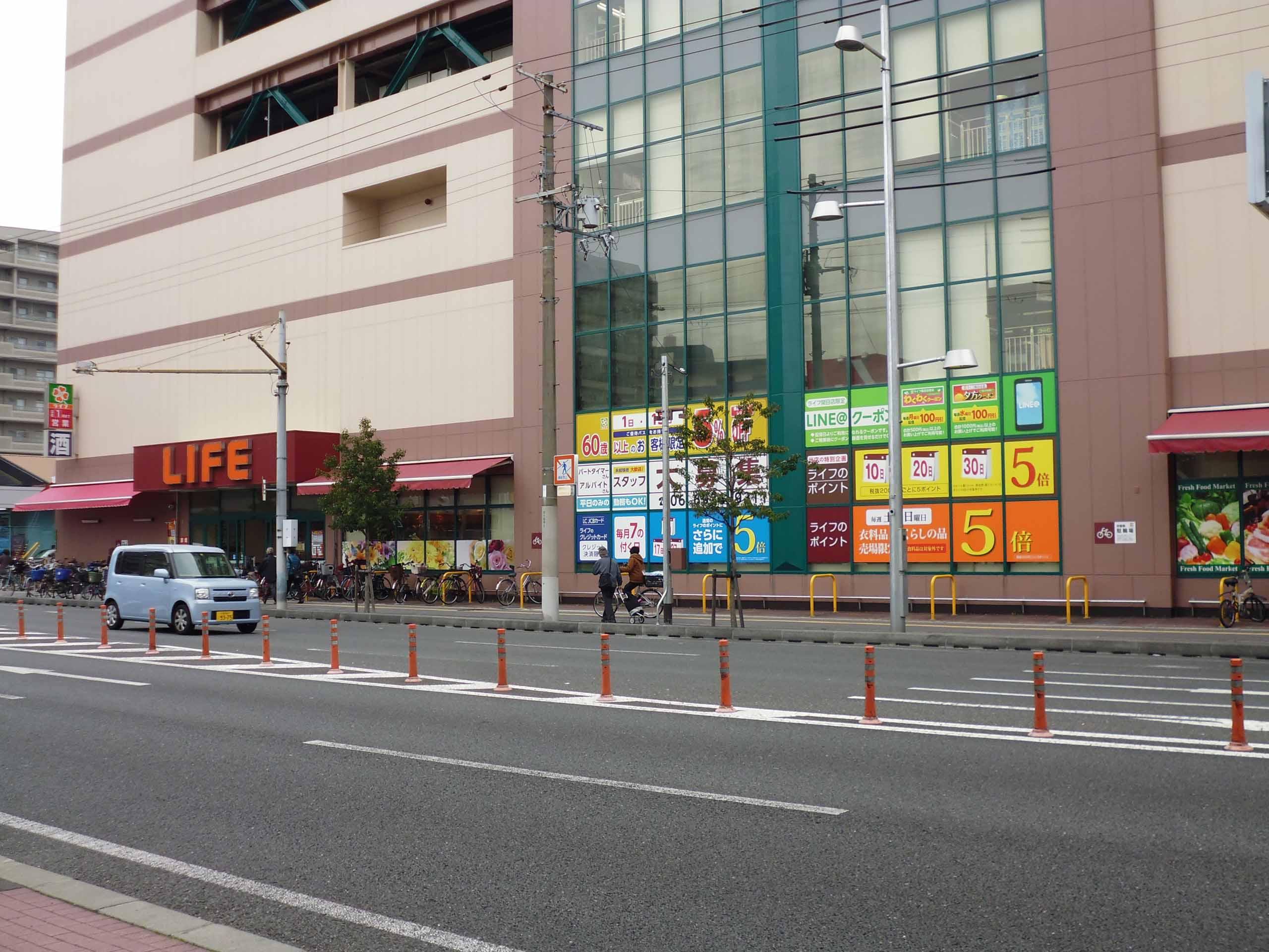 スーパーマーケットの窓面シート施工全体図