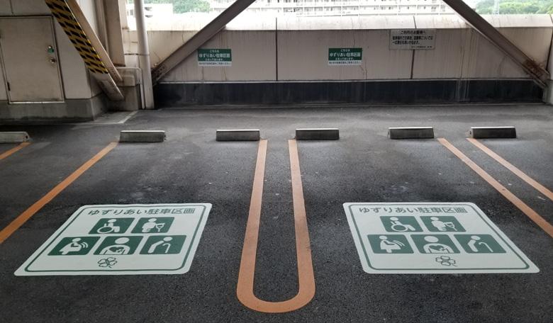 床面へのおもいやりスペース告知シート施工完了後の様子