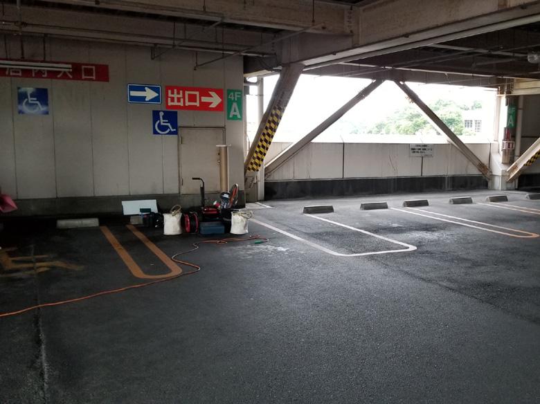おもいやりスペース告知前の駐車スペースの様子遠景