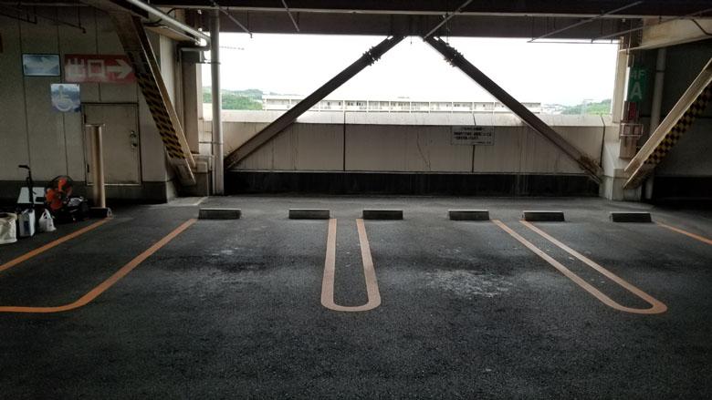 おもいやりスペース告知前の駐車スペースを正面から見たところ