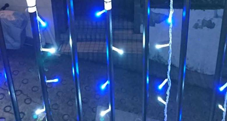 LEDイルミネーション取付け施工中
