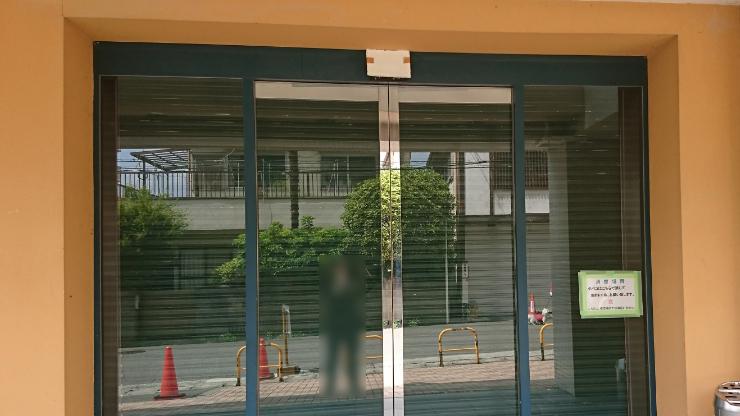 装飾意匠施工前の入り口の様子