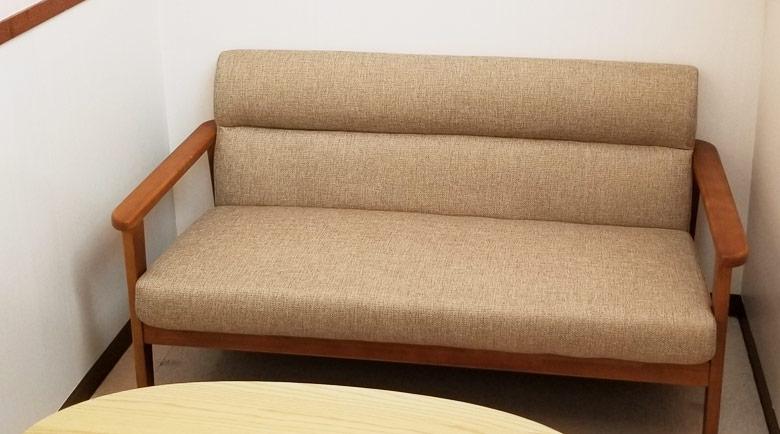 一新した家具がベビールームの温かい雰囲気を引き立てています