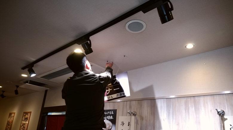後からでも高さ調節が簡単にできる便利な吊り下げプレート